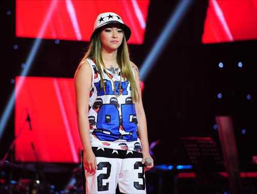 Kimmese cá tính trên sân khấu The Voice.