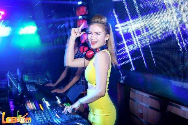 Cô có sở thích: nghe nhạc và xem phim hoạt hình, các chương trình thời trang. Ngoài ra, cô còn có sở trường là chơi nhạc DJ. Được biết, Lệ Thu chơi được nhiều dòng nhạc như EDM,Vina house).