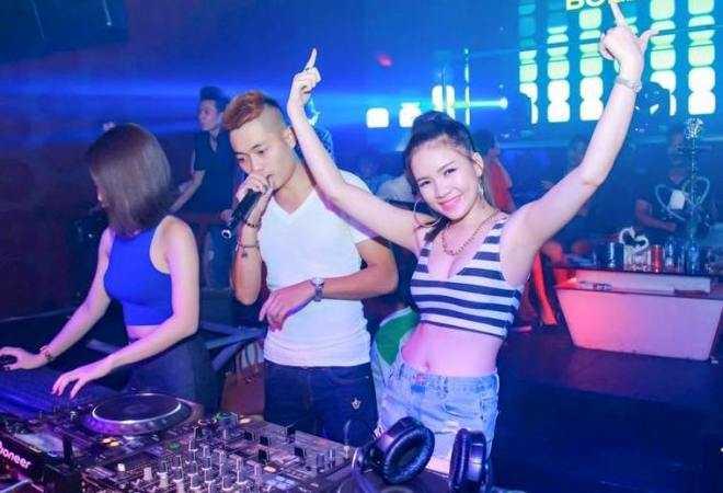 Thần tưởng của cô là những DJ nổi tiếng như: Hardwell, Armin Van Buuren, David Guetta, Dash Berlin,