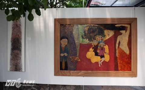 Một khoảng trưng bày trong triển lãm (Ảnh: Phạm Thành)