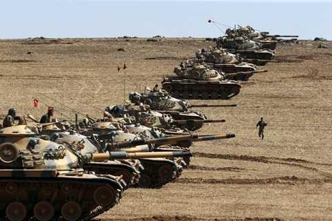 Lực lượng xe tăng Thổ Nhĩ Kỳ ở biên giới tháng 10/2014