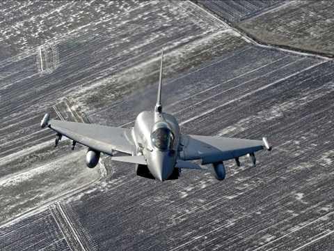 Máy bay chiến đấu Italy tuần tra trên bầu trời khu vực căn cứ không quân Zokniai gần Siauliai tháng 2/2015