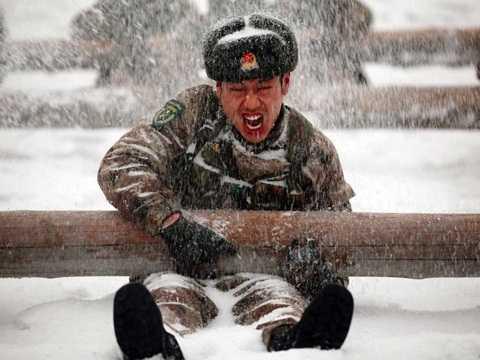Binh sĩ Trung Quốc tham gia cuộc huấn luyện dưới thời tiết khắc nghiệt ở tỉnh Hắc Long Giang