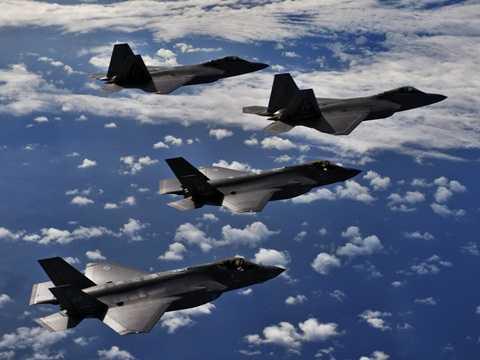 Bộ đôi máy bay chiến đấu F-22 và F-35 trên bầu trời Hoa Kỳ