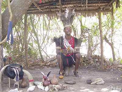 Nhiều bộ tộc đồn rằng phù thủy đã đánh cắp 'của quý'