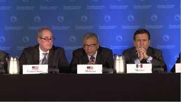Các đại biểu trong buổi họp báo công kết quả và ký kết hiệp định TPP