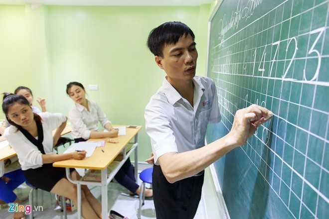 Trong khoá học ba ngày này, học viên được hướng dẫn từ các nét cơ bản,   chữ viết bảng theo quy định của Bộ Giáo dục và Đào tạo, và các kiểu chữ   sáng tạo.