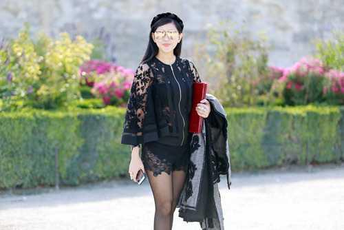 Nữ diễn viên Thủy Tiên với phong cách có phần hơi rườm rà