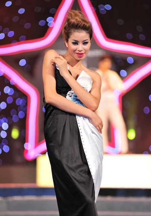 Người đẹp trong một show diễn thời trang.