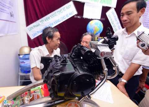 Mô hình sản phẩm tiết kiệm xăng của một công ty tại Hà Nội cũng là một trong những sáng chế công nghệ made in Vietnam gây được ấn tượng mạnh tại Techmart 2015. Theo giới thiệu, sau khi lắp đặt vào xe máy, thiết bị này có thể giảm lượng tiêu thụ nhiên liệu tới 40% (1 lít xăng chạy được 90 km). Ngoài ra, xe chạy êm, lướt, không rung lắc, không ảnh hưởng đến động cơ.