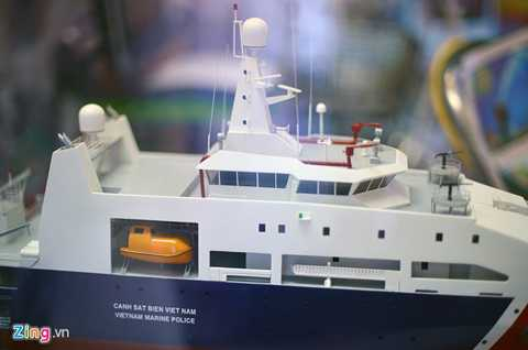 Tàu 8001 có chiều dài 90 m, rộng 14 m. Lượng choán nước 2.561 tấn, thủy thủ đoàn 70 người, vận tốc lớn nhất 23,1 hải lý/giờ. Nhiệm vụ của tàu là tuần tra, kiểm soát, giữ gìn và duy trì an ninh trên biển theo pháp luật Việt Nam và điều ước quốc tế có liên quan đến các vùng biển.