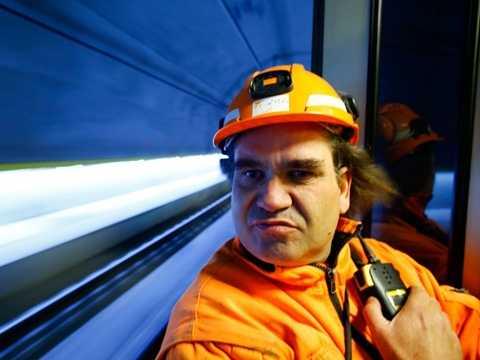 Người điều hành đường sắt ở hầm Weinberg, Thụy Sỹ mới xây dựng