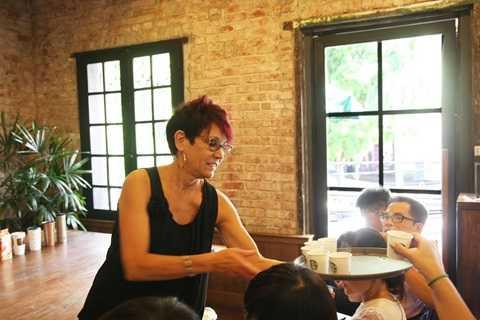 """""""Anniversary Blend là loại cà phê dùng để chào đón ngày lễ kỷ niệm hằng năm của công ty"""", bà Patricia Marques, Tổng giám đốc Starbucks Việt Nam chia sẻ"""