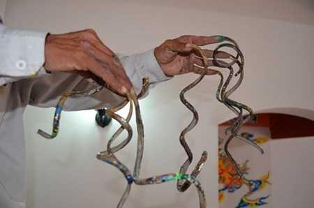 Ông Huyền đã nuôi bộ móng tay này được 35 năm