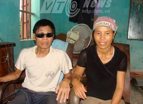 Ông Trần Văn Thuận và em vợ, cũng là vợ của ông