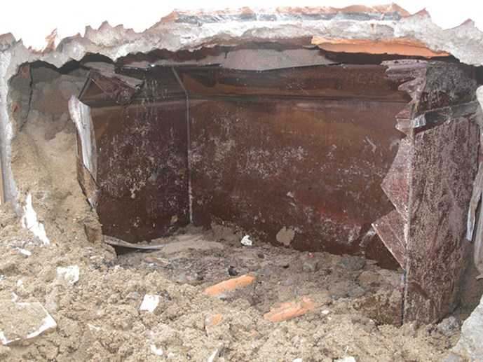 Hiện trường ngôi mộ bị đập nát