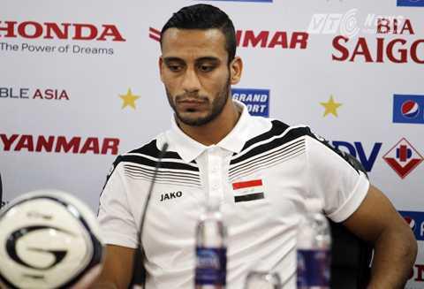 Tiền vệ Ali Adnan của tuyển Iraq dự buổi họp báo trước trận đấu với Việt Nam (Ảnh: Hà Thành)