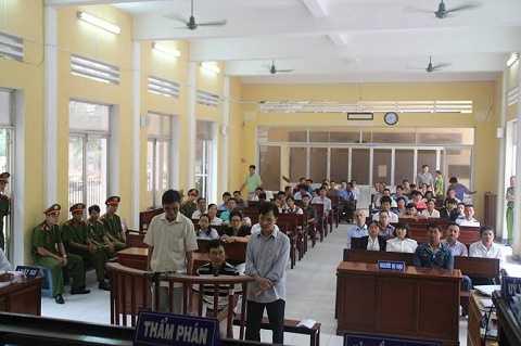 Quang cảnh phiên tòa sơ thẩm án oan, nhục hình 7 thanh niên ở Sóc Trăng