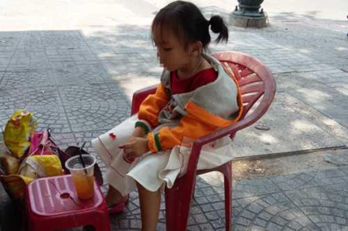 Đứa trẻ ngoài hành lang tòa án.