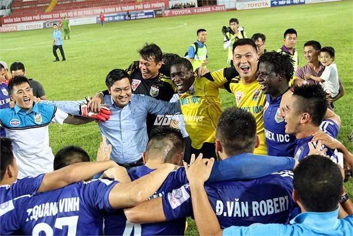 B.Bình Dương vô địch V-League 2015