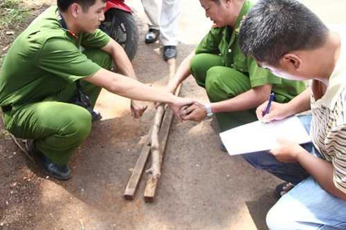 Lực lượng công an khám nghiệm hiện trường