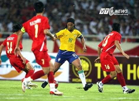 Ronaldinho tới Việt Nam năm 2008 (Ảnh: Quang Minh)