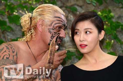 Ha Ji Won khá thoải mái khi tham gia sự kiện.