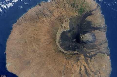 Sự sụp đổ của núi lửa Fogo đã tạo ra một trận siêu sóng thần lớn nhất lịch sử