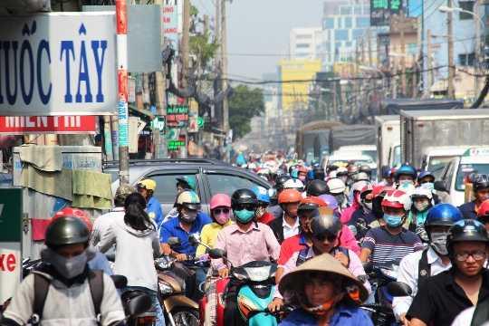 Việc khắc phục sự cố tốn nhiều thời gian khiến giao thông trên đường Cách Mạng Tháng 8 bị ùn tắc nghiêm trọng trong buổi sáng
