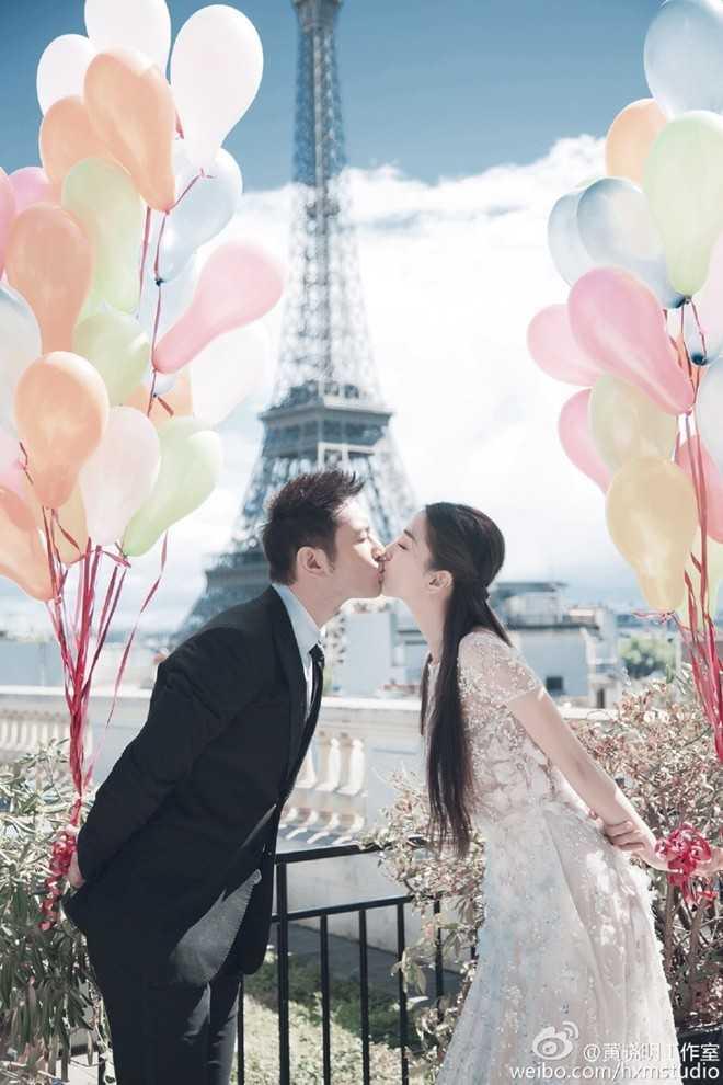 Loạt ảnh của cặp đôi được thực hiện tại Paris lãng mạn.