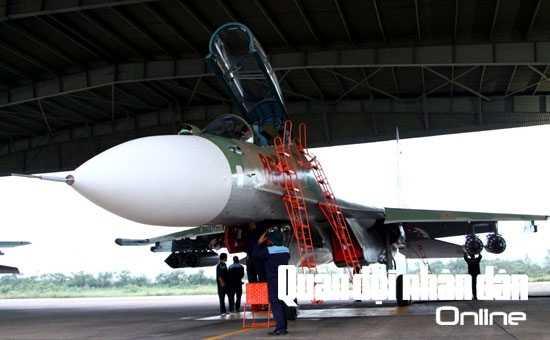 Không chỉ chuẩn bị trước ngày bay, ban bay, mà công tác chuẩn bị kỹ thuật hàng không còn được tiến hành chặt chẽ giữa mỗi chuyến bay và sau ban bay, để đảm bảo cho mỗi chuyến bay, ban bay an toàn, thắng lợi
