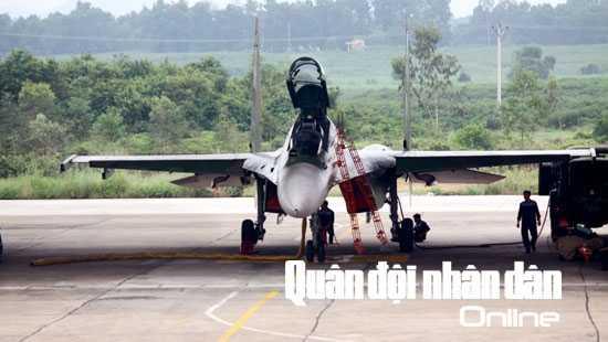 Công tác chuẩn bị bay luôn tuân thủ nghiêm ngặt theo quy định sử dụng kỹ thuật máy bay SU-30MK2