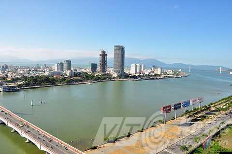 Đà Nẵng đang xem xét xây thêm cầu bắc qua sông Hàn nhằm giảm thiểu ùn tắc giao thông.