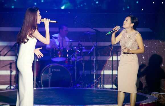Hồ Ngọc Hà đứng chung sân khấu với Phương Thanh