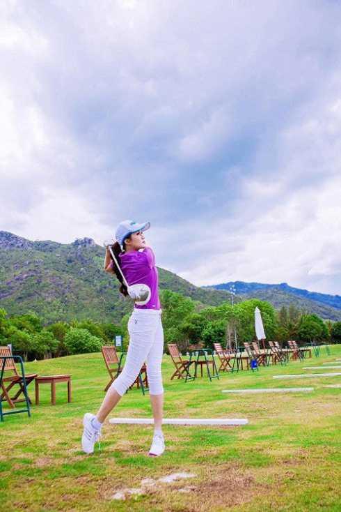 Cô là một nữ golf thủ từng đoạt nhiều giải thưởng