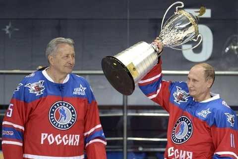 ông Putin ra sân băng tham dự trận đấu của Liên đoàn khúc côn cầu quốc gia