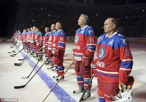 Ông Putin cùng đồng đội trong trận đấu