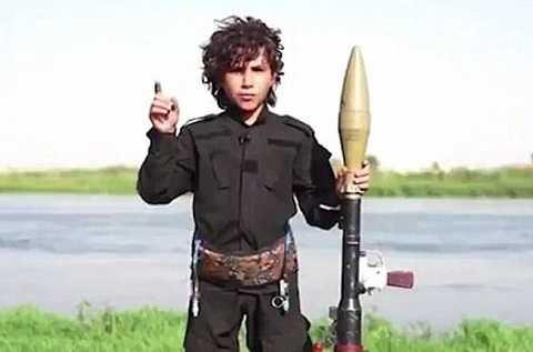 Chiến binh nhí IS trong video