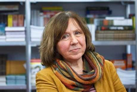 Nữ văn sĩ người Belarus - bà Svetlana Alexievich