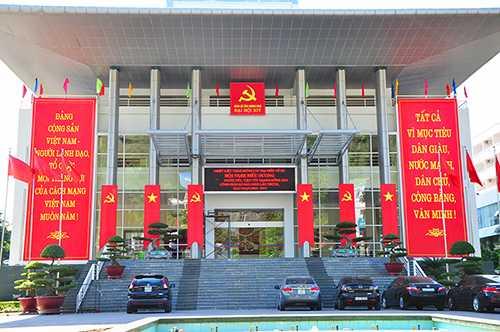 Trung tâm tổ chức hội nghị tỉnh nơi diễn ra Đại hội Đảng bộ tỉnh Quảng Ninh đã được trang trí khánh tiết