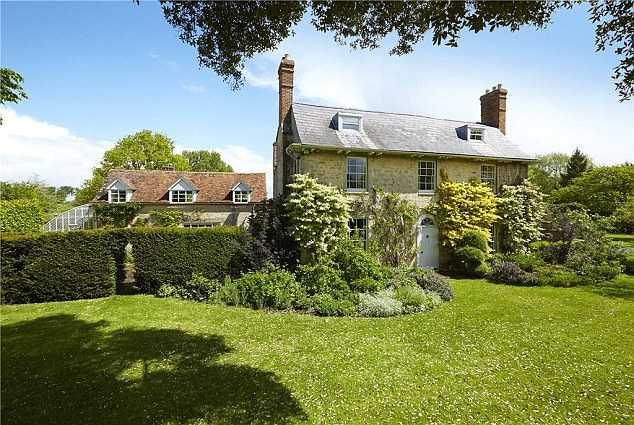 Ngôi nhà trị giá 371 tỉ đồng của Rowan ở Northamptonshire