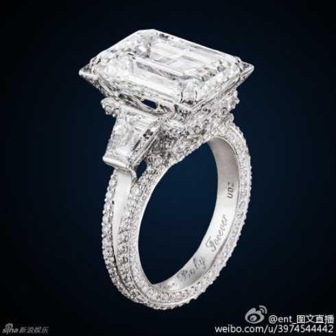 Một chiếc nhẫn kim cương khác Huỳnh Hiểu Minh tặng bà xã.