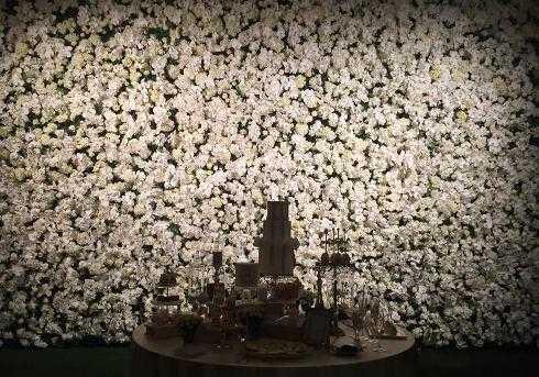 Hoa cưới lộng lẫy trước giờ G.