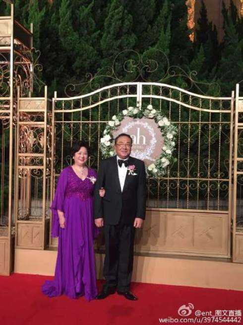 Cha mẹ đẻ của Huỳnh Hiểu Minh trên thảm đỏ.