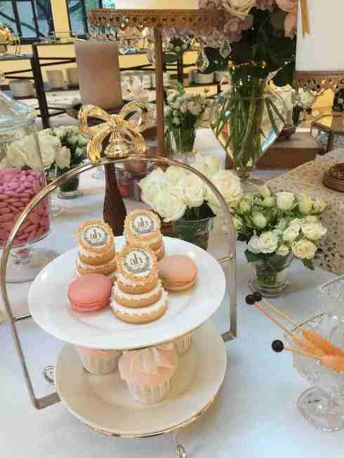 Bánh cưới ngoài lễ đường