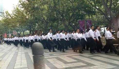 Hơn 200 vệ sỹ đông đảo phục vụ an ninh cho đám cưới.