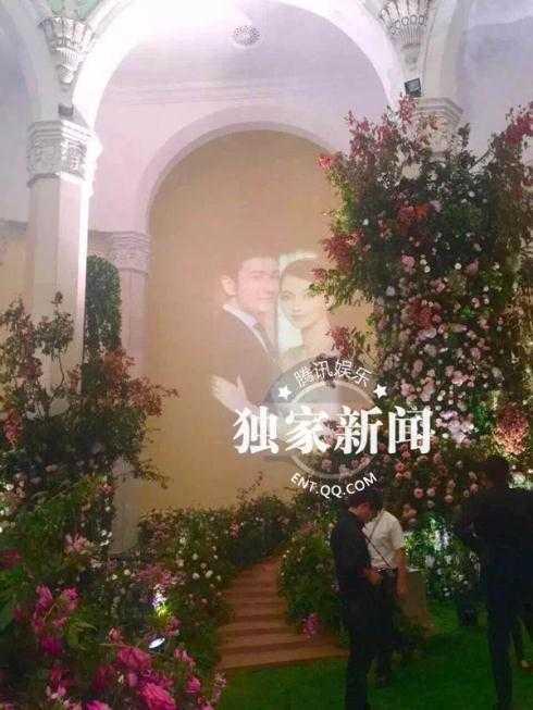 Hoa tươi ngập tràn bên trong Trung tâm Triển lãm Thượng Hải.