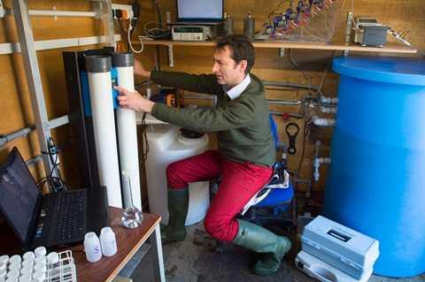 Máy lọc nước di động mang lại hy vọng cho nhiều người