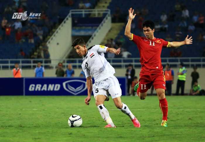 Công Phượng để mất bóng dẫn đến bàn thua phút chót của tuyển VN  (Ảnh: Phạm Thành)