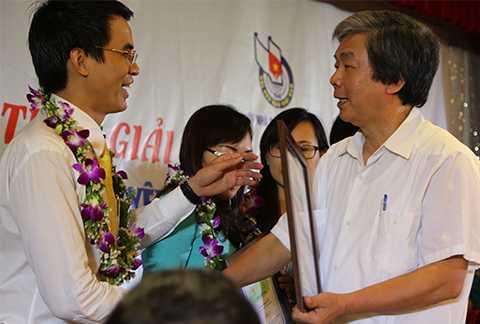Chiều 9/10, tại Đà Nẵng, Bộ Công thương phối hợp cùng Hội Nhà báo Việt Nam tổ chức trao giải báo chí về năng lượng cho 32 tác phẩm và tác giả đoạt giải.